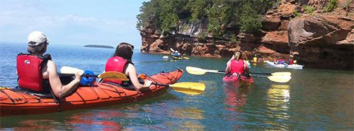 image of kayaking at Apostle Islands sea caves